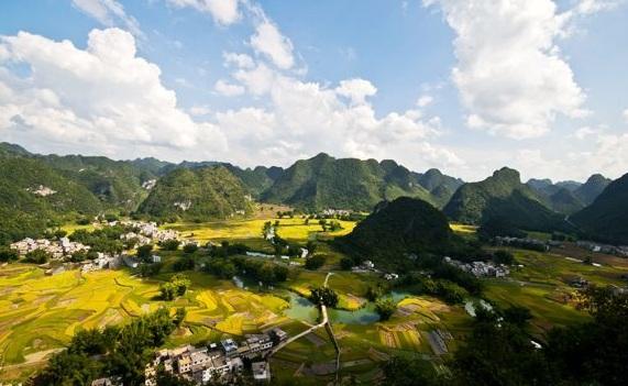 风景非常秀美,沿途一路可观观音山,月亮山,小象山,驼峰山,天门山以及